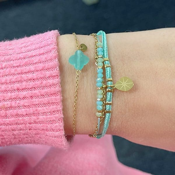 Made by Mila | Armband 3 kettinkjes goud aqua - Go Dutch label 1