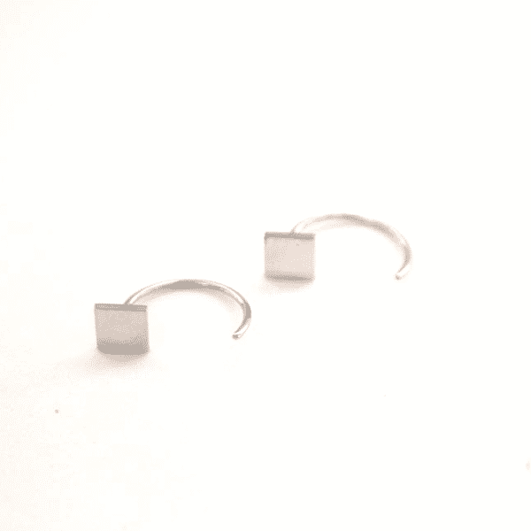 Made by Mila | Oorbellen earhugger vierkant zilver - ZAG Bijoux 1