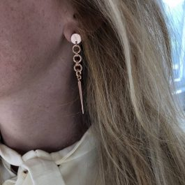 Oorbellen lang spike goud – Go Dutch Label
