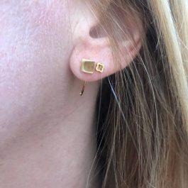Oorbellen earhugger vierkant goud – ZAG Bijoux