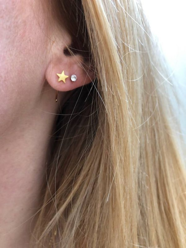 Made by Mila   Oorbellen earhugger ster goud - ZAG Bijoux 1