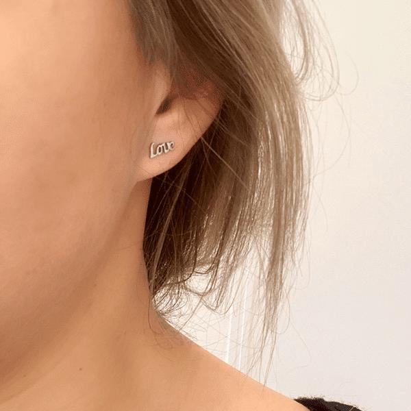 love-oorbellen-gedragen