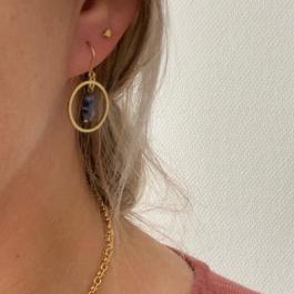 Oorbellen hanger klaver blauw goud – Go Dutch Label