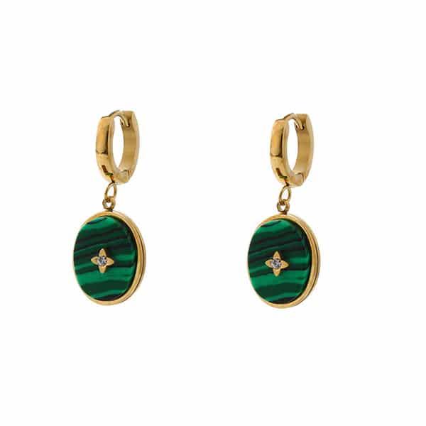 gouden oorbellen hangers met groene steen Go Dutch Label
