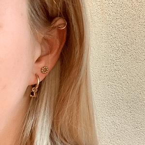 gouden oorbellen met zwarte hangers Go Dutch Label