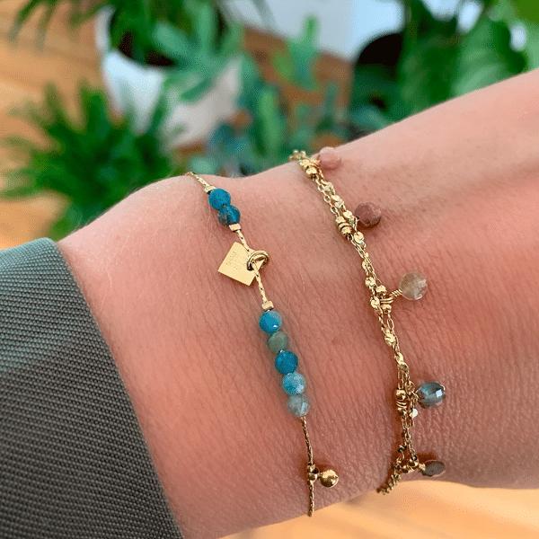 Made by Mila | Armband goud met kleine turqoise steentjes - ZAG Bijoux 2