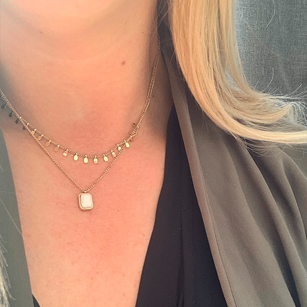 Made by Mila | Dubbele ketting drops goud met parelmoer hanger - ZAG Bijoux ketting 2