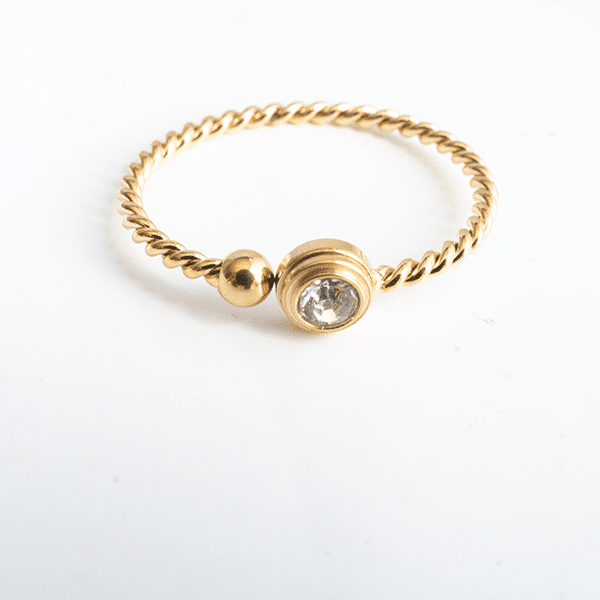Made by Mila | Ring enkel twisted round goud - ZAG bijoux 1