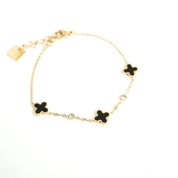 Made by Mila | Armband goud met kleine zwarte klavertjes - ZAG Bijoux 1