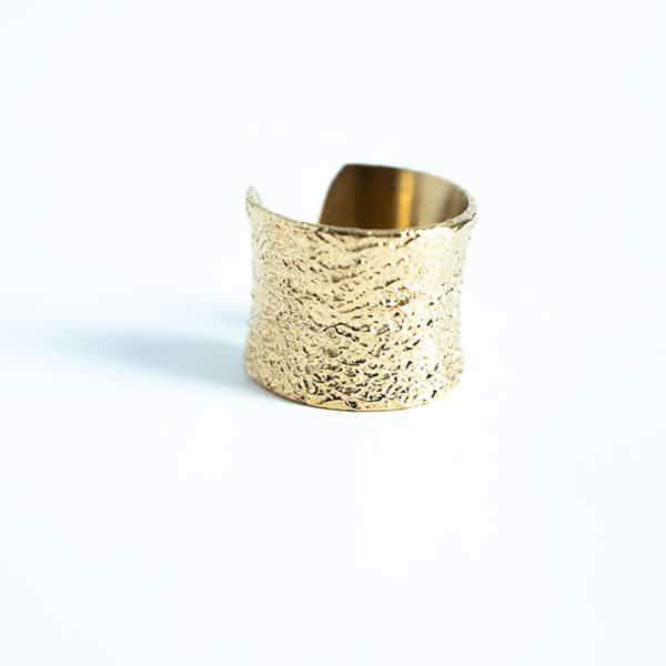 Made by Mila | Open gehamerde gouden ring- ZAG Bijoux 1