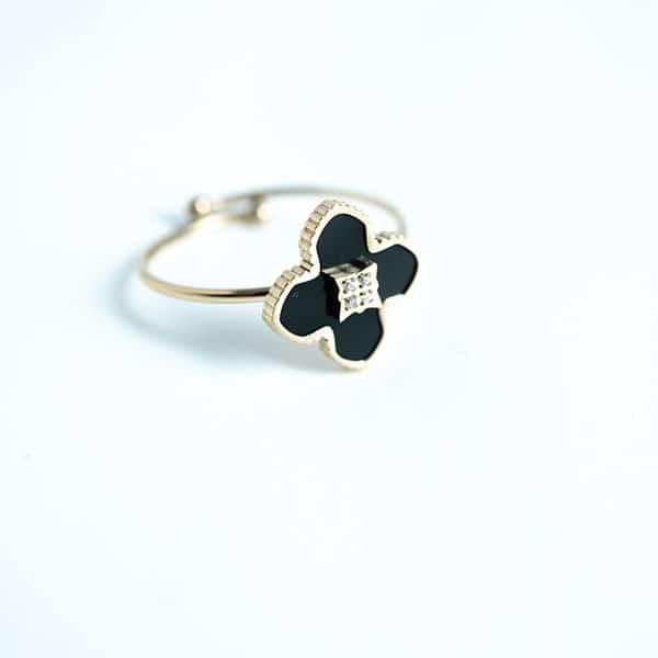 Made by Mila | Verstelbare ring goud met onyx klaver steen- ZAG Bijoux 1