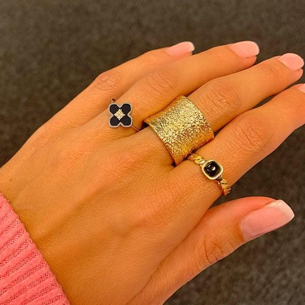 Made by Mila | Verstelbare ring goud met onyx klaver steen- ZAG Bijoux 3
