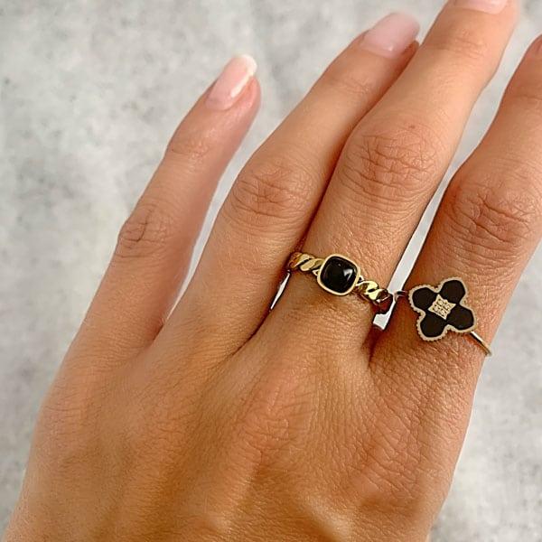 Made by Mila | Verstelbare ring goud met onyx klaver steen- ZAG Bijoux 2
