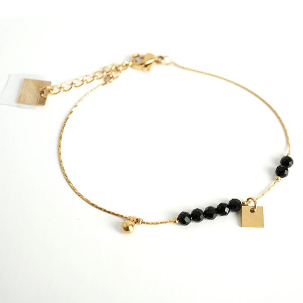 Made by Mila | Armband goud met kleine zwarte steentjes - ZAG Bijoux 1