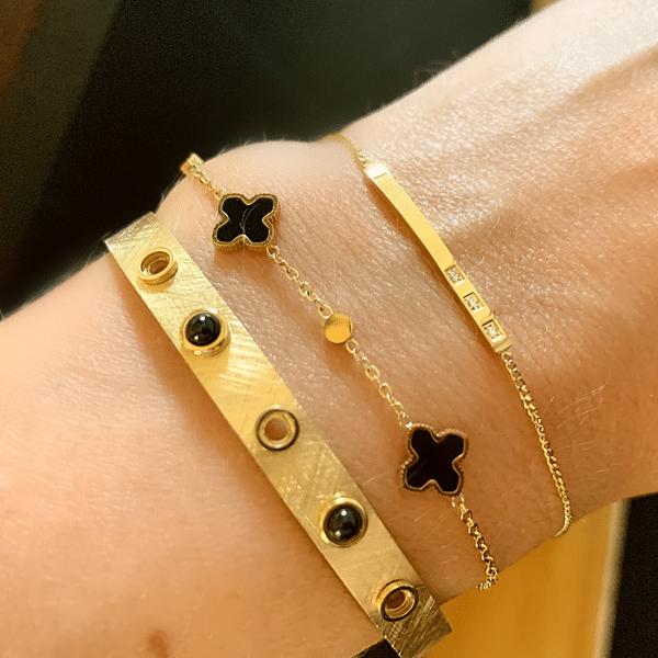 Made by Mila | Armband goud met kleine zwarte klavertjes - ZAG Bijoux 2