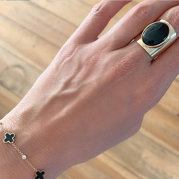 Made by Mila | Verstelbare gouden Onyx ring- ZAG Bijoux 3