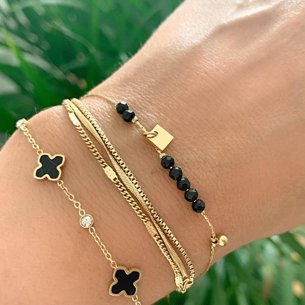 Made by Mila | Armband goud met kleine zwarte klavertjes - ZAG Bijoux 3