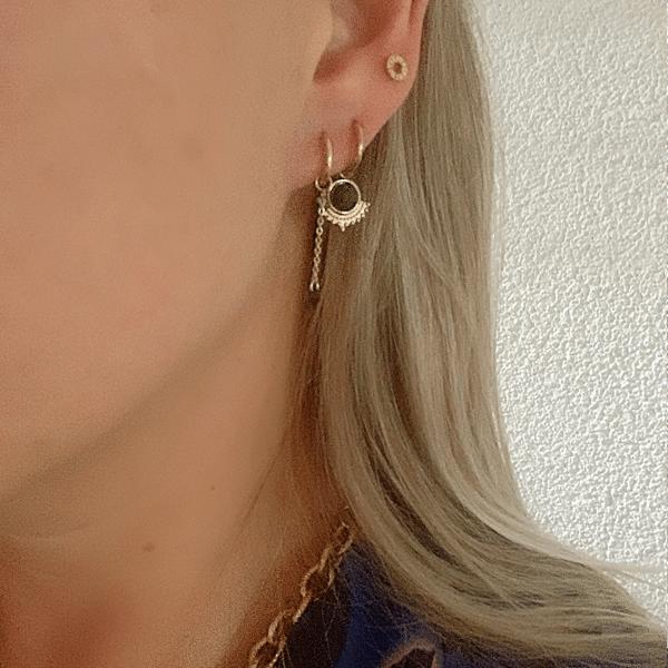 Made by Mila | Oorbellen hoops ketting zwart goud - Go Dutch Label 2
