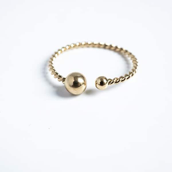 Made by Mila   Ring enkel twisted round goud - ZAG bijoux 1