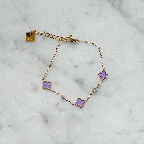 Made by Mila | Armband goud met kleine paarse klavertjes - ZAG Bijoux 1