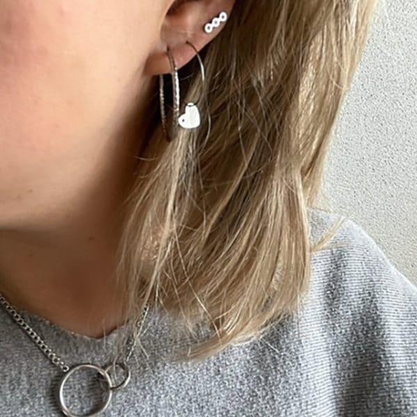 Made by Mila | Oorbellen hoops hartje zilver- Go Dutch Label 2