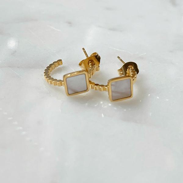 Made by Mila   Oorbellen goud parelmoer steker- ZAG Bijoux 1
