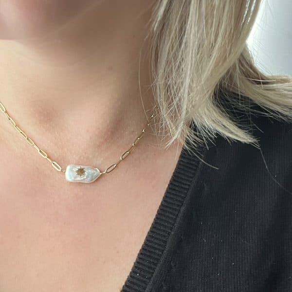 Made by Mila | Ketting schakel goud met grove schakels en parelmoer steen. Go Dutch Label 2