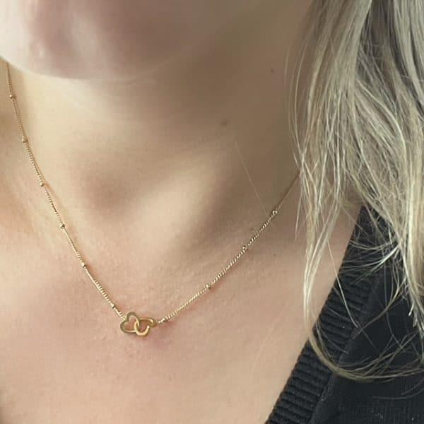Made by Mila | Ketting schakel goud twee in elkaar gevouwen hartjes - Go Dutch Label 2