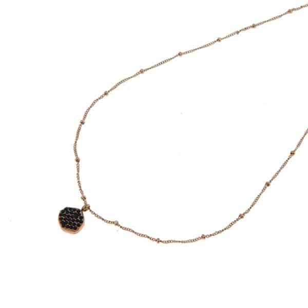 Made by Mila | Ketting schakel goud met een hangend plaatje met zwarte steentjes. Go Dutch Label 1
