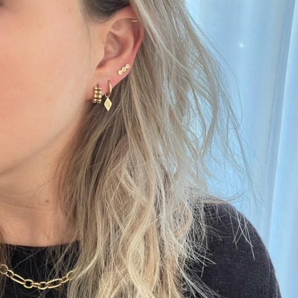 Made by Mila | Oorbellen hoops driehoek goud - Go Dutch Label 2