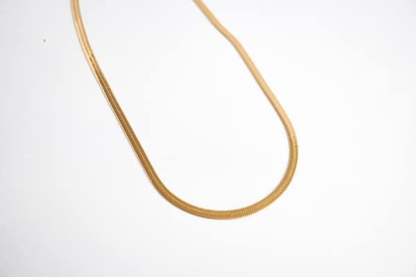 Made by Mila | Flat snake ketting goud - ZAG bijoux 3