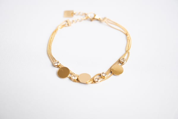 Made by Mila | Armband goud drie kettinkjes divers - ZAG Bijoux 1