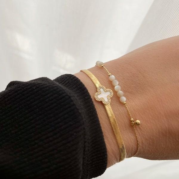 Made by Mila | Armband goud met een witte klaver - ZAG Bijoux 2
