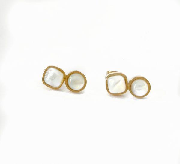 Made by Mila | Oorbellen goud met parelmoer steentjes- ZAG Bijoux 1